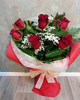 Estela, rosas rojas